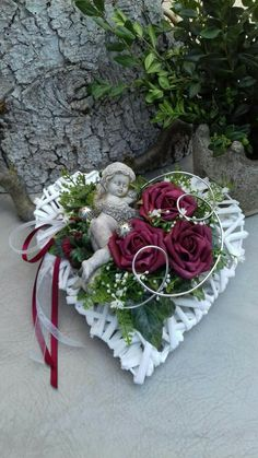 Small Flower Arrangements, Funeral Flower Arrangements, Funeral Flowers, Flower Shop Design, Cemetery Decorations, Christmas Paper Crafts, Wedding Wreaths, Valentine Day Wreaths, Heart Crafts