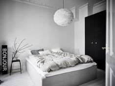 I like the vibe of this home. The green-grey walls combined with the white hard wood flooring give the home a very fresh look and the furniture and accessories are chosen very carefully to create a stylish, cozy place with character. Green Apartment, Apartment Bedroom Decor, Room Decor Bedroom, Home Bedroom, Girls Bedroom, Bedroom Signs, Bedroom Rustic, Master Bedrooms, Bed Room