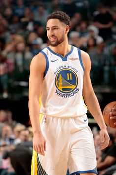 Klay Thompson of the Golden State Warriors looks on during the game against the Dallas Mavericks on November 17 2018 at the American Airlines Center. Basketball Leagues, Basketball Players, Golden State Warriors 2018, Golden State Basketball, Sports Head, American Airlines Center, Kyle Kuzma, Nba League, Shaun Livingston