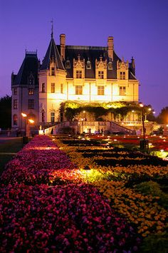 The Biltmore Mansion in North Carolina hosts flower shows because of it's amazing flower carpet.