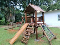 Casa do Tarzan Diy Playground, Preschool Playground, Outdoor Fun For Kids, Backyard For Kids, Kids Cubby Houses, Play Houses, Kid Friendly Backyard, Daycare Design, Diy Home Gym