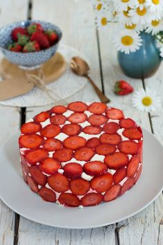 Strawberry after Yann Couvreur- Strawberry Cake Recipes, Healthy Cake Recipes, Homemade Cake Recipes, Sweet Recipes, Sheet Cake Recipes, Sponge Cake Recipes, Dump Cake Recipes, Dessert Recipes, Chocolate Fruit Cake