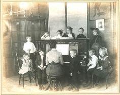 Kindergarten, St. Louis, 1905 haha its the damned 100 year ago kids im always talking about!