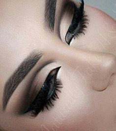 Smoky cat eye makeup