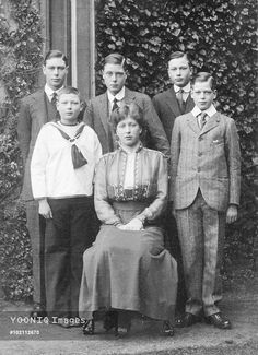 EDWARD VIII as Prince of Wales (centre) with siblings, left, Prince Albert,Duke of York (George VI), Prince John, Princess Mary, Prince Henry, Duke of Gloucester & George,Duke of Kent