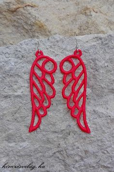 Csipke hímzett angyalszárny fülbevaló. Crochet Earrings, Handmade, Jewelry, Hand Made, Jewlery, Jewels, Craft, Jewerly, Jewelery