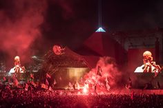 Kanye West 2015. Summer Music Festival Photography. Crowd, stage, food, outfits and more. | Glastonbury.