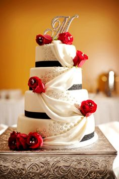 Black and red wedding cake - Gold ribbon instead of black