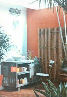 Cantinho da área com bambu