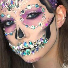 """Gefällt 306 Mal, 13 Kommentare - Abby Roberts (@abbyrobertsartistry) auf Instagram: """"CRYSTAL SKULL Mini video of my glitter skull tutorial! Full video tutorial of this…"""""""