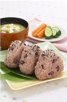 My favorite....my Mom used to make this on New Years day! ----------------------------------------- Sekihan Onigiri お赤飯おにぎり
