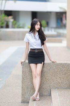 Cute Asian Girls, Beautiful Asian Girls, New Girl, Cute Girl Photo, Cool Girl, Top 10 Beautiful Women, School Girl Dress, Girls In Mini Skirts, Fashion Forecasting