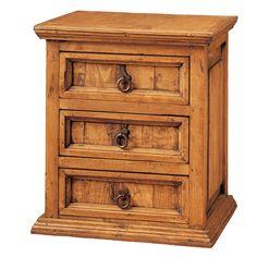 Mesilla fabricada a mano en madera de pino maciza. Está compuesta por tres cajones. Tiene un acabado teñido y encerado