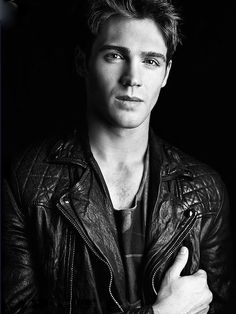Steven McQueen.Love watching vampire diaries.Please check out my website thanks. www.photopix.co.nz