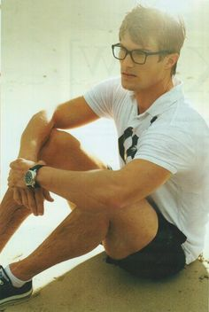 Chris Austad keeps it simple, sporty, and sexy with white polo, black shorts and shoes and low white socks. Fashion Moda, Mens Fashion, Stylish Men, Men Casual, Casual Chic, Mens Glasses, Men's Grooming, Mode Style, Men's Style