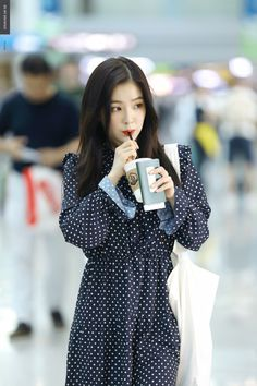 Irene-Red Velvet - k pop - Korea Images Red Velvet アイリーン, Irene Red Velvet, Wendy Red Velvet, Seulgi, Kpop Girl Groups, Kpop Girls, Kpop Fashion, Korean Fashion, Airport Fashion