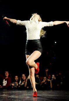 """taylor swift : """"Tonight I'm gonna dance for all that we've been through.."""""""