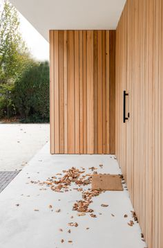 Facades Cladding Great Buildings And Structures Architecture Renovation, Timber Architecture, Minimalist Architecture, Architecture Details, Residential Architecture, Cedar Cladding, House Cladding, Exterior Cladding, Facade Design