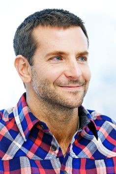 Bradley Cooper ♡'s French: Photo Bradley Cooper Hair, Falling In Love With Him, Handsome Actors, A Star Is Born, People Art, Male Face, My Crush, New Movies, My Boyfriend