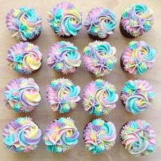 This Baker's Pastel Cake Creations Will Give You Magical Unicorn Vibes - unknow name map^^ - Cupcakes Cupcakes Design, Cake Designs, Space Cupcakes, Frost Cupcakes, Cake Decorating Tips, Cookie Decorating, Pastel Cakes, Cupcakes Pastel, Pretty Cupcakes
