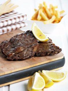 Μπριζόλες μοσχαρίσιες σε μαρινάδα κόκκινου κρασιού - www.olivemagazine.gr Meat Recipes, Cooking Recipes, Meat Marinade, Types Of Food, Steak, Grilling, Bbq, Food Porn, Meals