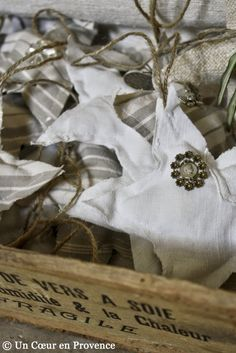 christmas ornaments using linen....