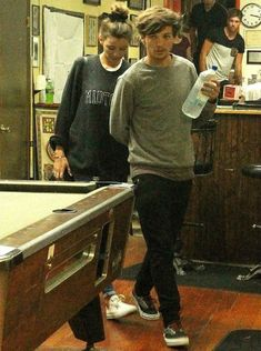 Louis Tomlinson and Eleanor Calder let me just say how i love how he is holding her hand.