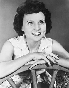 Vintage Hollywood, Hollywood Glamour, Betty White, Cinema, Golden Girls, Classy Women, Comedians, Actors & Actresses, Photography