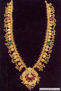 Saaj-Prashant Karekar Love the Pendant-very antique style