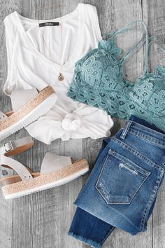 Elise Honey Lace Bralette Simple and chic! Casual outfits at affordable prices. Source by shoppriceless Outfit Chic, Casual Chic Outfits, Cute Summer Outfits, Spring Outfits, Trendy Outfits, Cute Outfits, Fashion Outfits, Casual Summer, Party Outfits
