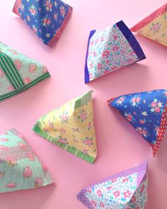 DIY Anleitung für kleine Pyramiden-Täschchen für süße kleine Geschenke