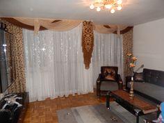 Braun-beiger Wohnzimmer Vorhang im klassischen Stil und aufwändigem Dekoelement - http://www.gardinen-deko.de/braun-beiger-wohnzimmer-vorhang-im-klassischen-stil-und-aufwaendigem-dekoelement/