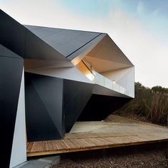 """The walls of this house in Australia have origami-like facets and folds. See more Australian homes on dezeen.com/tag/australia #architecture #Australia #houses #homes"" Photo taken by @dezeen on Instagram, pinned via the InstaPin iOS App! http://www.instapinapp.com (03/07/2016)"
