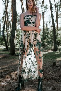 D100 maxi dress with floral pattern. Green.