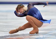 Yulia Lipnitskaya - You Don't Give Up On Love Figure Ice Skates, Figure Skating, Yulia Lipnitskaya, Medvedeva, Ice Skating Dresses, Ice Skaters, Cool Poses, Broken Leg, Action Poses