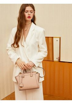 With Only One Bag, You Can Change Your Outfit Completely 🥰 One Bag, Hermes Kelly, Change, Outfit, Girls, Bags, Shopping, Women, Fashion