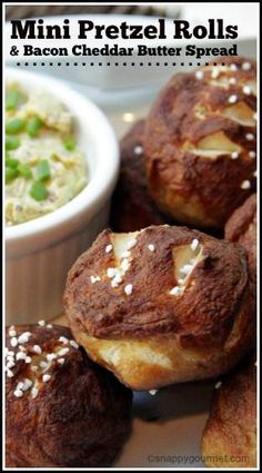 Mini Pretzel Rolls with Bacon Cheddar Butter Spread recipe - easy homemade rolls… Cheesy Recipes, Fun Easy Recipes, Bacon Recipes, Snack Recipes, Gourmet Recipes, Easy Homemade Rolls, Pretzel Rolls, Pretzel Bread, Muffins