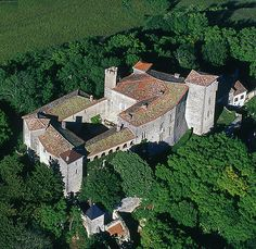 Château de Montgey, Montgey (Occitan Montjèi), Tarn, Midi-Pyrénées, France....    http://www.castlesandmanorhouses.com/photos.htm  ...    In 1211, during the Crusade against the Cathars of the Languedoc, Simon de Montfort  called for help and an army of Germans and  Frisians descended on the Languedoc.  Raymond-Roger de Foix led troops to ambush them as they passed through the woods bordering Montgey.  All 5000 - 6000 crusaders were killed, wounded or taken prisoner.