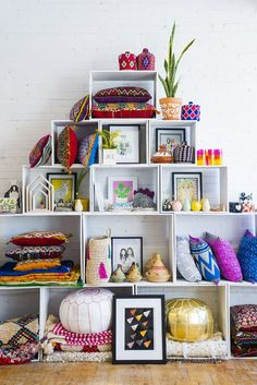 A Peek At The Baba Souk Loft - love this creative space! - A Peek At The Baba Souk Loft – love this creative space! Funky Home Decor, Eclectic Decor, Diy Home Decor, Pouf Cuir, Boutique Decor, Boho Boutique, Deco Boheme, Decoration Inspiration, Cozy Room