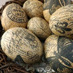 plastic eggs into these stunning decoupage treasures using just white glue, napkins and old book pages! plastic eggs into these stunning decoupage treasures using just white glue, napkins and old book pages! Old Book Crafts, Book Page Crafts, Book Page Art, Easter Projects, Easter Crafts, Diy Projects, Simple Projects, Easter Decor, Easter Centerpiece