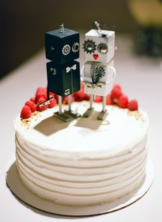 bride and groom robot cake toppers #geek #nerd