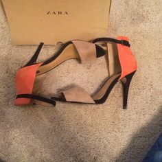Zara colorblock basic sandals *sold* Cute popular basic Zara sandals. Gently loved. Small knick on left heel (see pic4). Size 41/10US . Marks Inside of shoes left over from shoe padding. Shipped with box. Zara Shoes Sandals