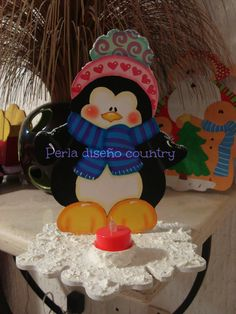 Pingüino de madera country Holiday Crafts, Holiday Decor, Holiday Ideas, Country Paintings, Candy Bouquet, Craft Show Ideas, Christmas Decorations, Christmas Ornaments, Winter Christmas