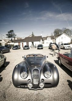The best ideas for a vintage car. See more excellent decor tips here:http://www.pinterest.com/vintageinstyle/ #jaguarvintagecars