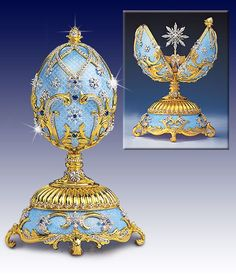 """""""Forget Me Not"""" blue decorated egg, for the Russian Imperial Court by Fabergé. Objets Antiques, Fabrege Eggs, Bijoux Art Nouveau, Egg Art, Royal Jewels, Russian Art, Egg Decorating, Oeuvre D'art, Glass Art"""
