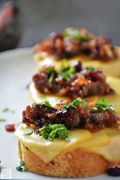 Cranberry Bacon Jam Crostini is an EASY holiday appetizer for a crowd. This cros. Cranberry Bacon Jam Crostini is an EASY holiday appetizer for a crowd. This crostini is perfect for Best Holiday Appetizers, Appetizers For A Crowd, Bacon Appetizers, Appetizer Recipes, Holiday Recipes, Appetizer Ideas, Crostini, Bruschetta, Gluten Free Puff Pastry