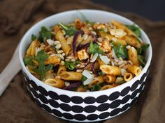 Salty Foods, Food Time, Kung Pao Chicken, Fun Drinks, Pasta Salad, Pesto, Salads, Recipies, Good Food