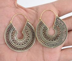Brass earring, hoop earring, gypsy earring, tribal earring, fake gauge earring, metal earring, indian earring **********************PRODUCTION DESCRIPTION***************************   Metal: Solid Brass Metal (Nickel Free)  Size: Length: 4 cm  These Handmade Earring are perfect for your unique earrings creations! They were hand crafted by me from solid metals wire.   *THANK YOU*