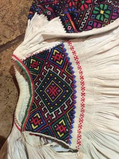 Folk Costume, Costumes, Red Mirror, Arya, Smocking, Folk Art, Embroidery Designs, Diy And Crafts, Mexico