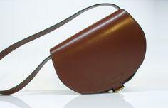 Jagdtasche Sissi (offenkantig, braun) Sissi, Saddle Bags, Fashion, Products, Leather, Moda, Fashion Styles, Fashion Illustrations